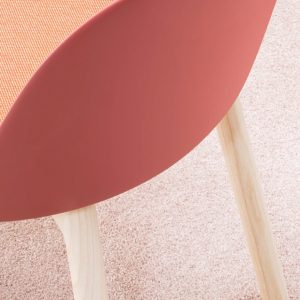 Chair-with-wooden-base-02